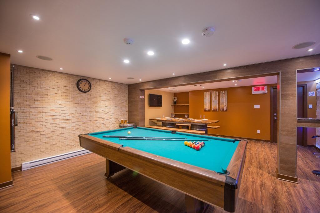 Banya Montreal Pool table